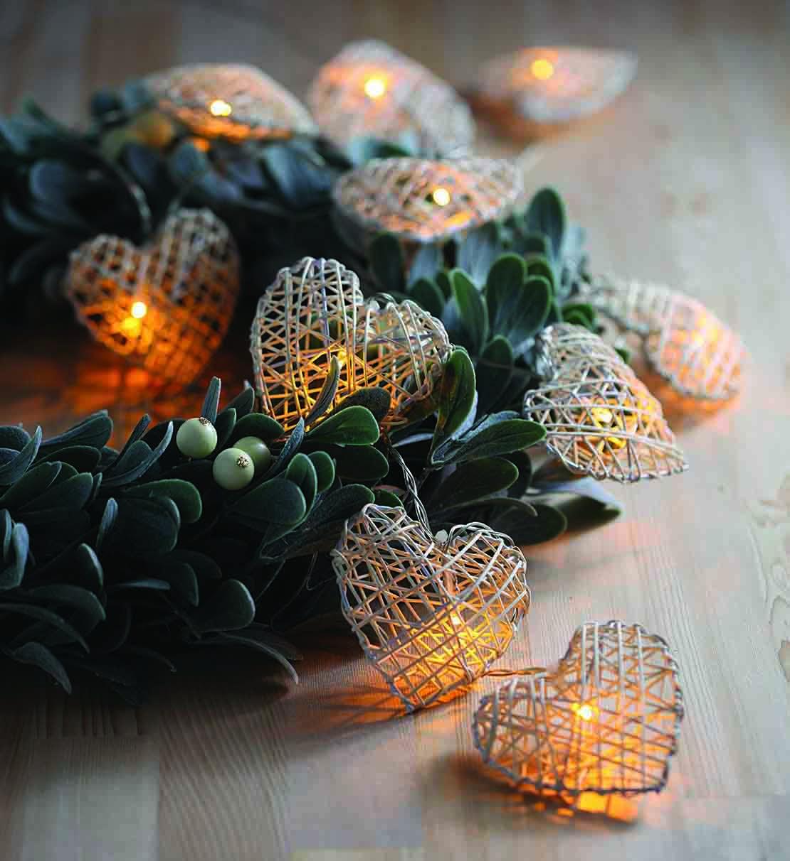 白色藤製心形造型燈
