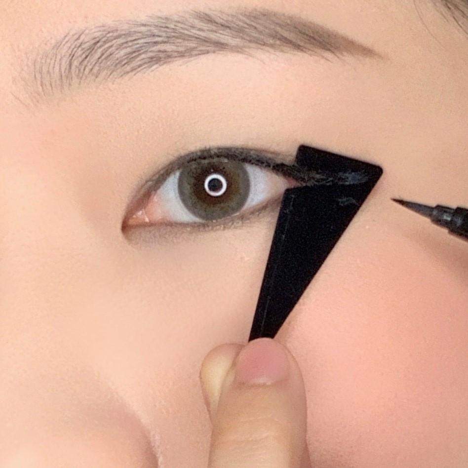 巴黎萊雅推出「24H 抗暈零失手眼線液」