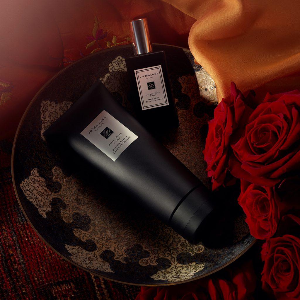 絲絨玫瑰與烏木沐浴霜 200ML / NT$2,050 (限量) 絲絨玫瑰與烏木髮香噴霧 30ML / NT$2,200