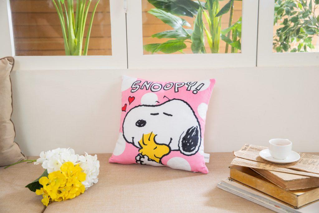 Snoopy 抱抱我方形枕加購價:299